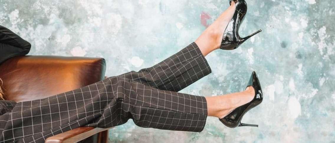 Bahaya Kesehatan Memakai Sepatu High Heels Guesehat Com