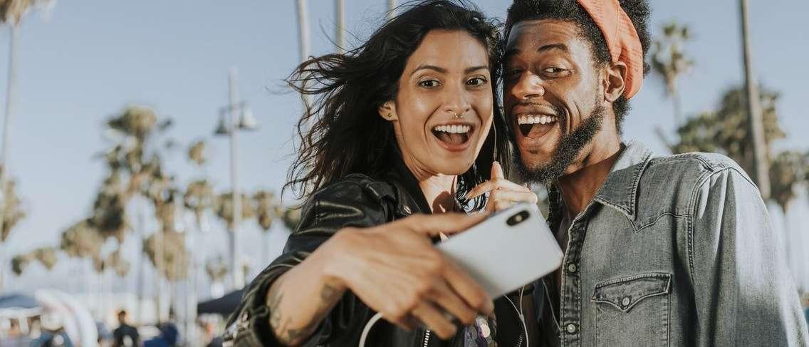 Sering Posting Hubungan, Artinya Tidak Bahagia -GueSehat.com