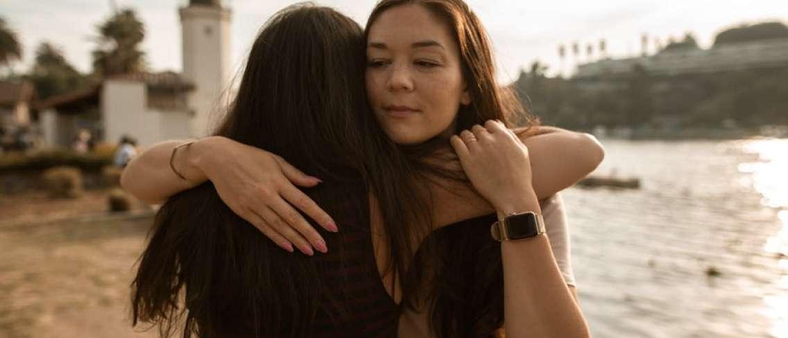 3 Tips Membantu Teman yang Sedang Kesulitan
